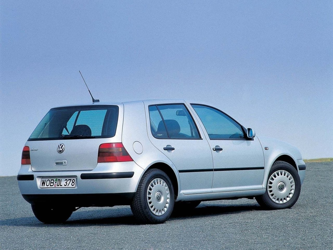 Обзор автомобиля VW Golf IV