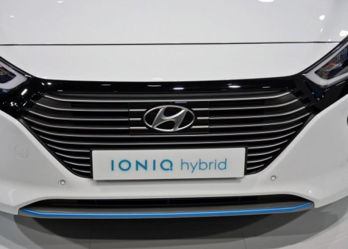 Hyundai Ioniq - два гибридных и один электрический