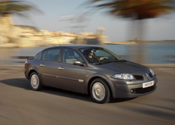 Обзор автомобиля Renault Megane II